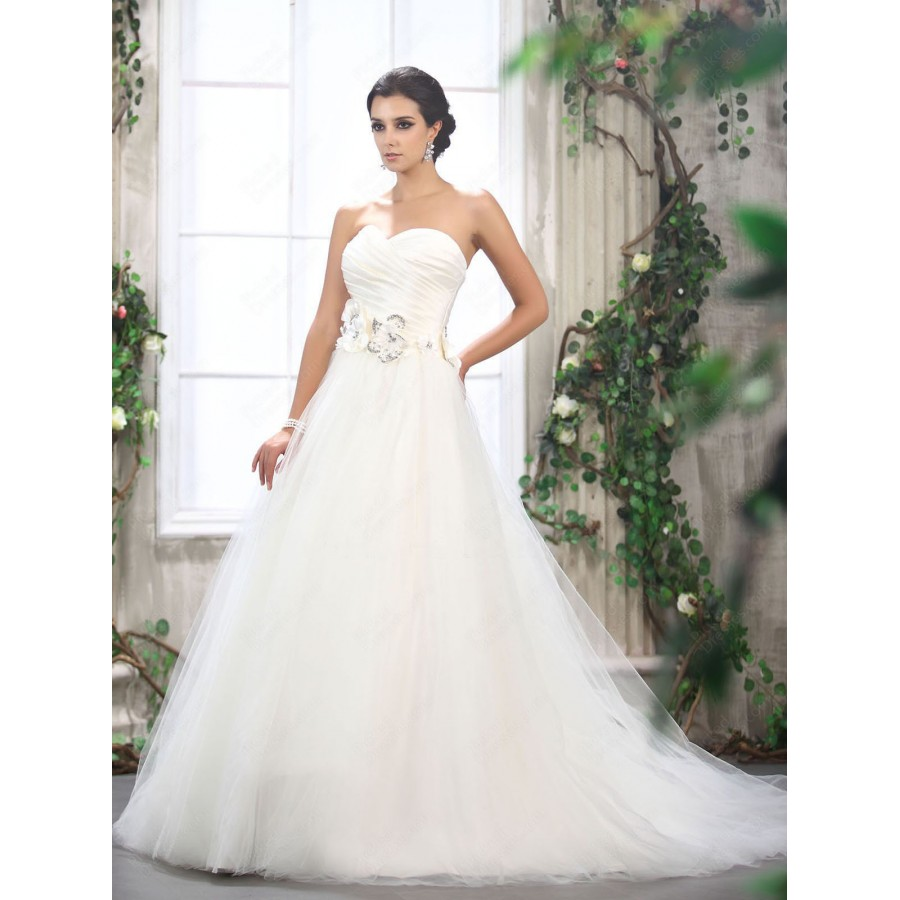 Sweetheart Tulle Ballgown Wedding Dress With