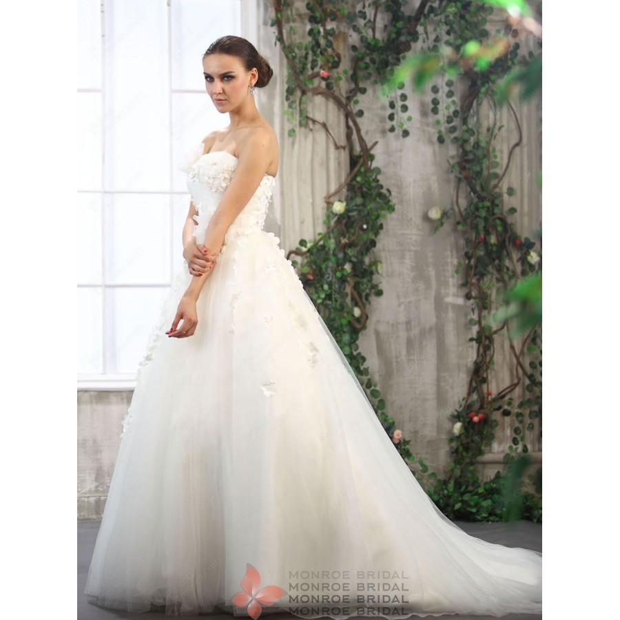 Nathalie-Strapless-Tulle-Ballown-Sweep-Train-Flowers-Wedding-Dress
