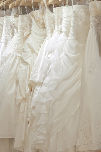 Buy a Wedding Dress In-store Vs Buy a Wedding Dress Online
